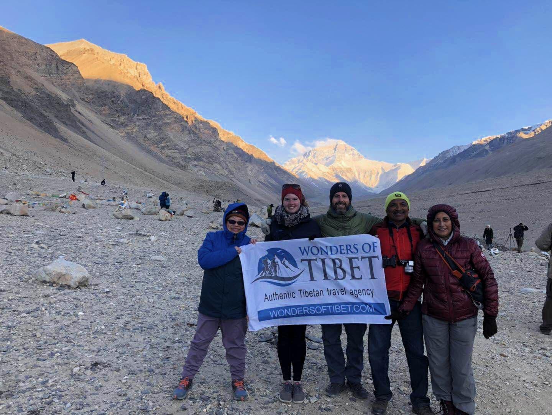 Group tour at Everest, Tibet