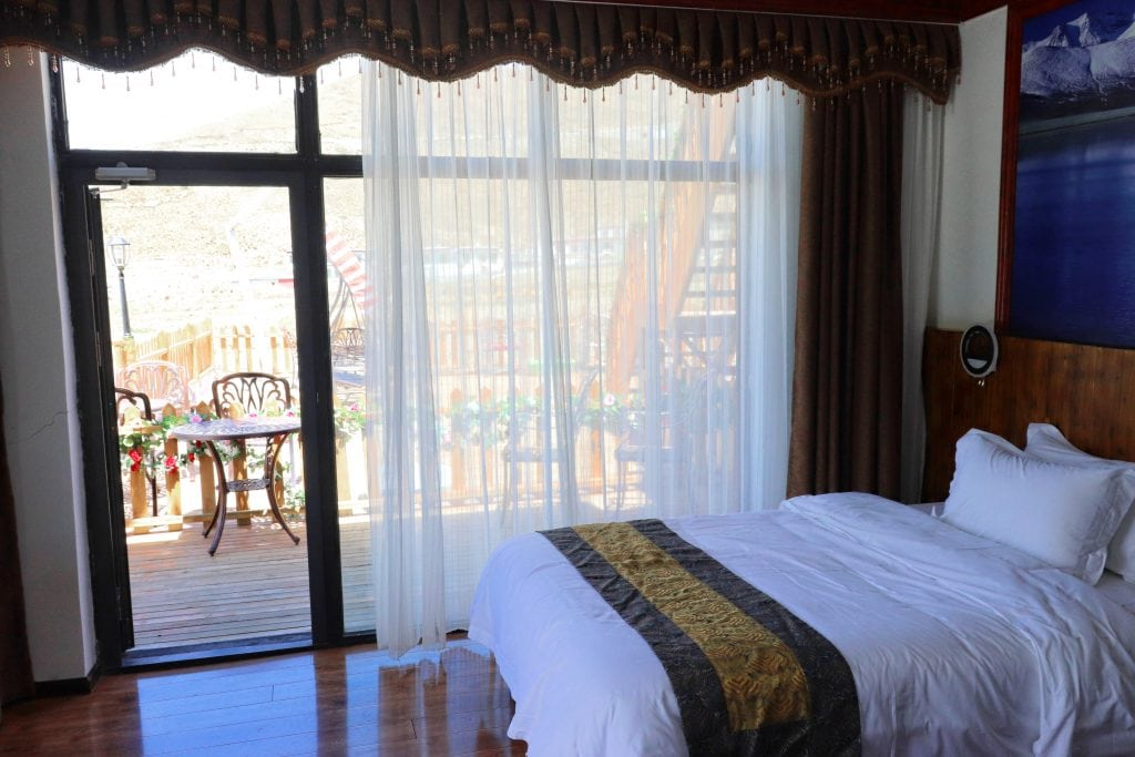Room with terrace in Yamdrok hotel